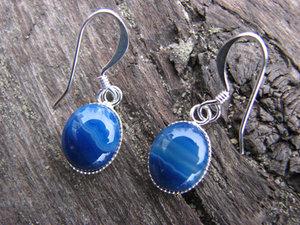 Örhängen i blå agat
